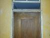 Ossature des portes. Les portes sont agrandies d'environ 8 pouces pour arriver à égalité avec le dessous de la poutre
