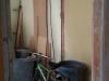 Garderobe de la salle de jeu complètement démolie avec l'électricité relocalisée