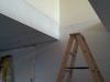 Gyps dans le salon autour de l'ouverture de l'escalier