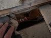 Des ouvertures ont été faites par les ouvriers pour que l'ingénieur puisse constater l'emplacement réel de la poutre au sous-sol. Albert est au sous-sol et me fait des bye bye!