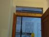 Plâtre en haut de la porte dans la salle de bain