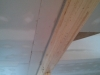 nouveau gypse adjacent à la poutre, avec moulure de finition